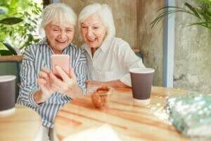 Two senior ladies connected to Cel-Fi Quatra
